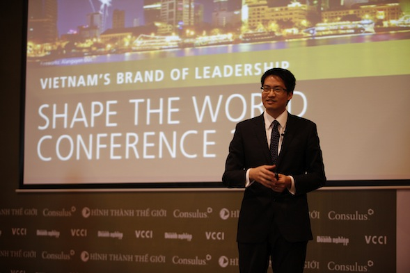 Mr. Lawrence Chong, CEO at Consulus, urged Vietnamese leaders to redesign their business models and brand experiences or risk being left behind.