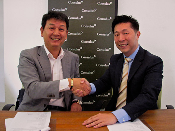 Shinobu Kiba, CEO at Noblesse, pictured left and Felix Fong, Head, International Markets at Consulus, pictured right, at a signing ceremony where Consulus was tasked with preparing Noblesse for Asia expansion.