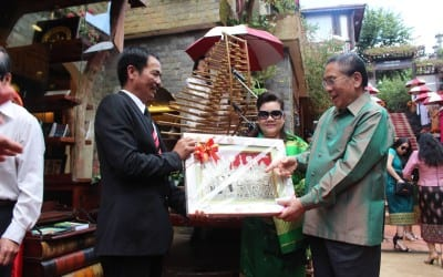 Weaving out of love for Vietnamese culture